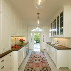 Traditional Kitchen by Rill Architects