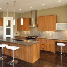 Modern Kitchen by Stephens Fine Homes Ltd