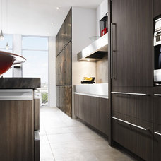 Contemporary Kitchen by Graniterra