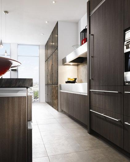 Contemporary Kitchen by Graniterra