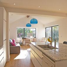 Modern Kitchen by DHV Architects