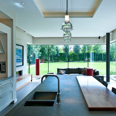 Contemporary Kitchen by Des Ewing Residential Architects