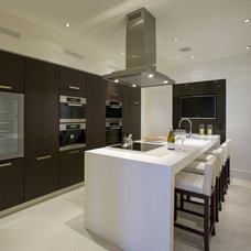 modern kitchen by Fabulous Interior Designs, LLC.