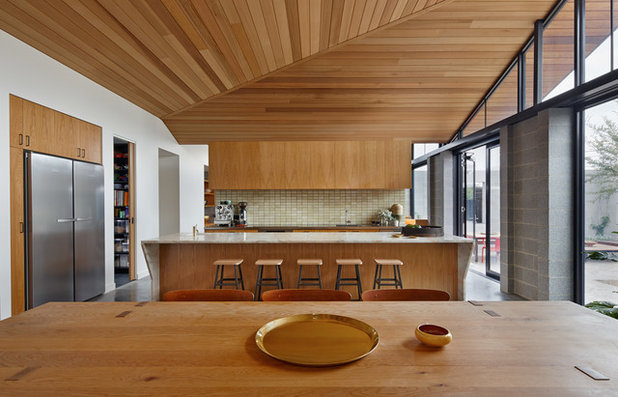 Contemporary Kitchen by MRTN Architects