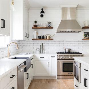 Cucina a U in campagna con ante bianche - Foto e Idee per ...