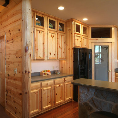 Knotty pine kitchen cabinets home design ideas pictures for Pine kitchen cabinets