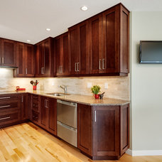 Contemporary Kitchen by B. Gallant Homes Ltd.