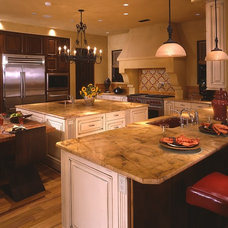 Traditional Kitchen by Faith Sheridan