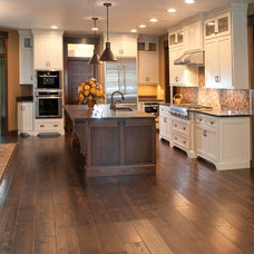 Contemporary Kitchen by Radue Homes Inc.
