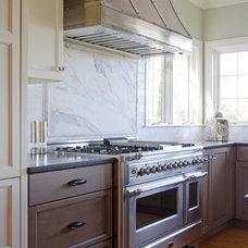Farmhouse Kitchen by Kitchen Cove Cabinetry & Design