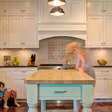 Traditional Kitchen by Building Concepts and Design