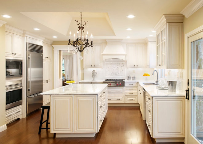 Traditional Kitchen by Cecilia Stolzer-Grote/The Cabinet Center