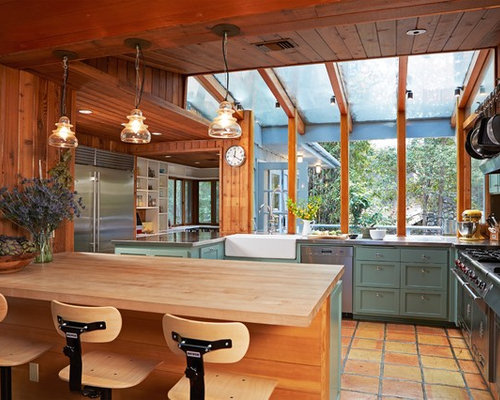 Charmant Rustic Enclosed Kitchen Designs   Mountain Style U Shaped Terra Cotta Floor  And Orange