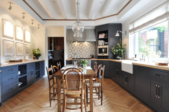 Contemporary Kitchen Family Kitchen by jute