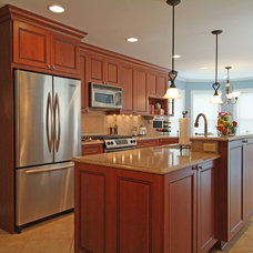 Traditional Kitchen by Dream Kitchens, Inc.