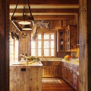 Foto di una cucina stile rurale con lavello stile country