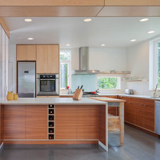 Contemporary Kitchen by B9 Architects Inc