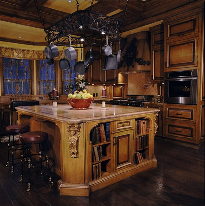 Traditional Kitchen by Just Joh