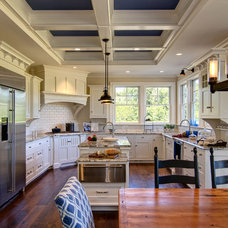 Traditional Kitchen by Farinelli Construction Inc