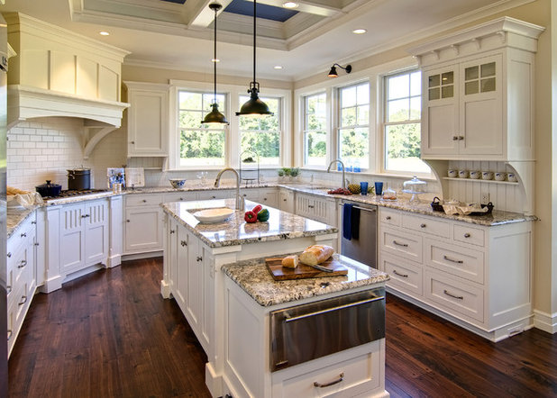 Traditional Kitchen by Farinelli Construction, Inc.