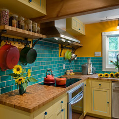 traditional kitchen by Fieldwork Architecture