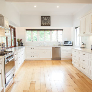 Design ideas for a traditional kitchen in Gold Coast - Tweed.