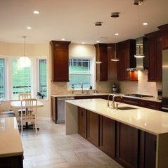 Potomac, MD. Large Contemporary Kitchen
