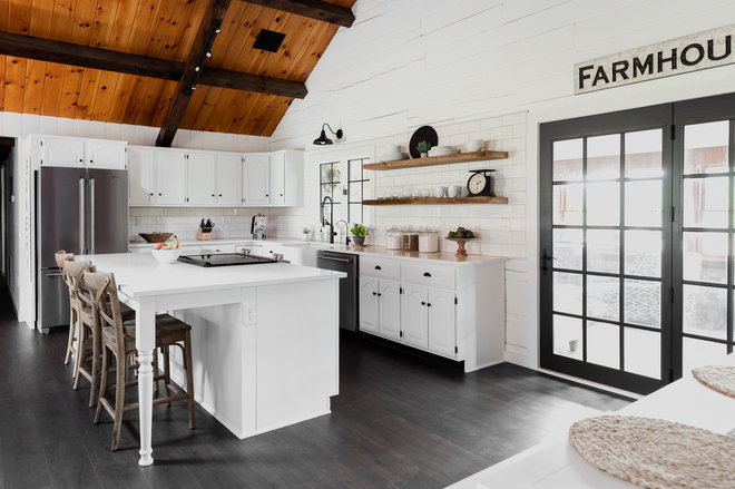 Farmhouse Kitchen by Inch&Co