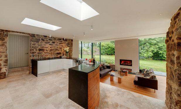 Farmhouse Kitchen by van Ellen + Sheryn Architects