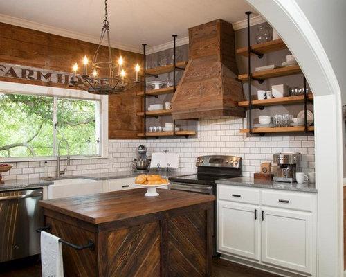 cuisine avec des portes de placard en bois vieilli et un placard sans porte photos et id es. Black Bedroom Furniture Sets. Home Design Ideas