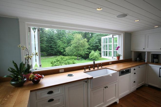 Farmhouse Kitchen by ARCHIA HOMES
