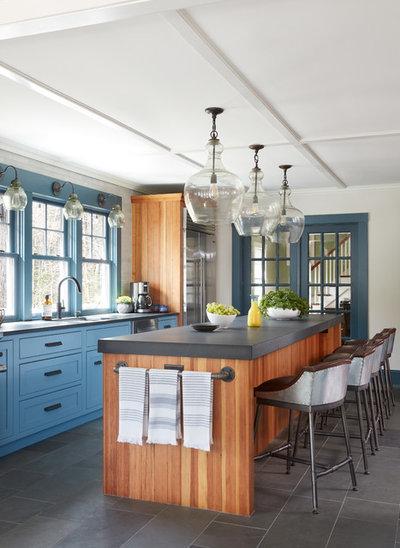 Fresh Farmhouse Kitchen by Covenant LLC