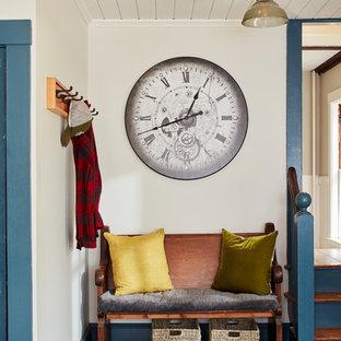 Idéer för att renovera ett mellanstort lantligt linjärt kök och matrum, med luckor med infälld panel, blå skåp, bänkskiva i kalksten, grått stänkskydd, rostfria vitvaror, skiffergolv, en köksö och grått golv