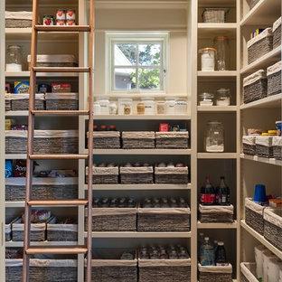 Идея дизайна: кухня в стиле кантри с кладовкой, открытыми фасадами, бежевыми фасадами и кирпичным полом
