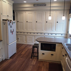 Farmhouse Kitchen by Thompson Remodeling