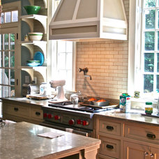 Traditional Kitchen by lynn-anne bruns