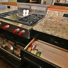 Farmhouse Kitchen by Mosby Building Arts