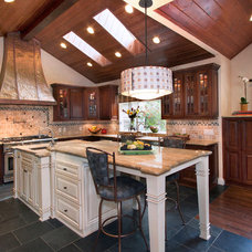 Traditional Kitchen by Project Guru