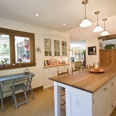Farmhouse Kitchen by Pine Street Carpenters & The Kitchen Studio