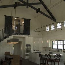 Traditional Kitchen by Heimsath Architects