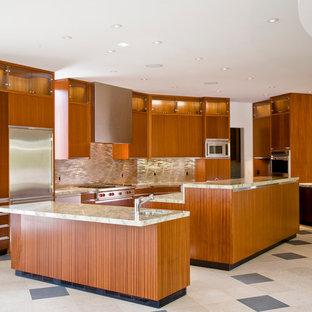 Esempio di una grande cucina design con lavello sottopiano, ante lisce, ante in legno scuro, top in pietra calcarea, paraspruzzi a effetto metallico, paraspruzzi con piastrelle di metallo, elettrodomestici in acciaio inossidabile, pavimento in travertino, isola e pavimento beige