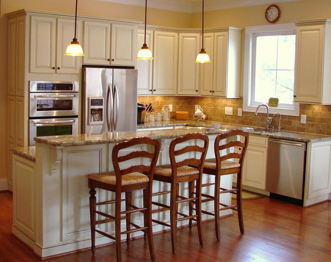 Traditional Kitchen by Fein Cabinetry
