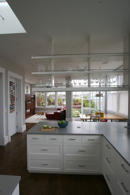 Transitional Kitchen by Feldman Architecture, Inc.