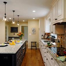Traditional Kitchen by Davida's Kitchen & Tiles