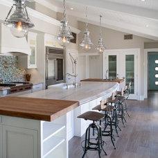 Beach Style Kitchen by Marengo Morton Architects