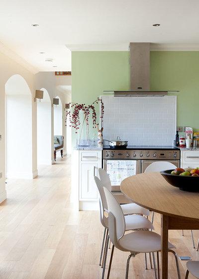 Kitchen by Robertson Lindsay Interiors