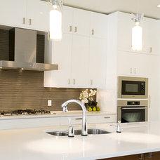 Contemporary Kitchen by 2Stone Designer Concrete