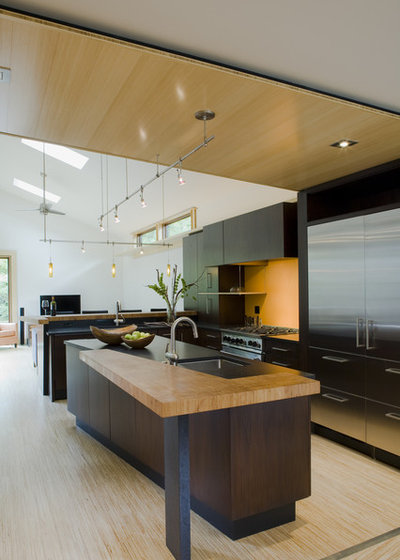 Contemporary Kitchen by Gardner Architects LLC