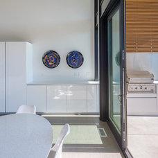 Modern Kitchen by PIQUE llc