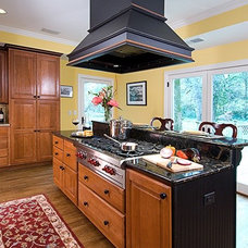 Traditional Kitchen by Lankford Decorating & Construction, Inc.